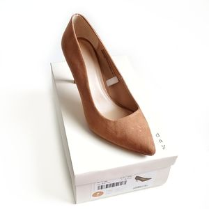 NIB Tan Pointed - Toe Pumps Wide